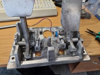 Sega-Rally-cabinet-pedals-3